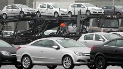 Începând de vineri, persoanele fizice trebuie să facă dovada plăţii TVA dacă vor să înmatriculeze maşini noi.