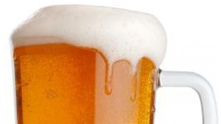 Un bărbat din Argeş a fost lovit în cap cu halba de bere