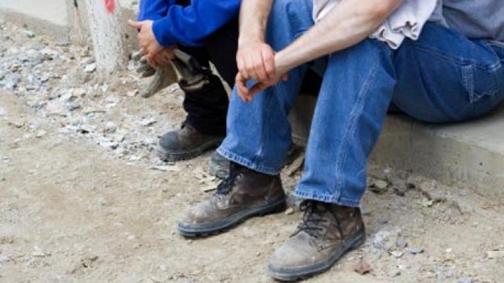"""România are un procent ridicat de angajaţi cu """"remuneraţie parţială în plic"""", 7 la sută, faţă de media Uniunii Europene, care este de trei la sută"""