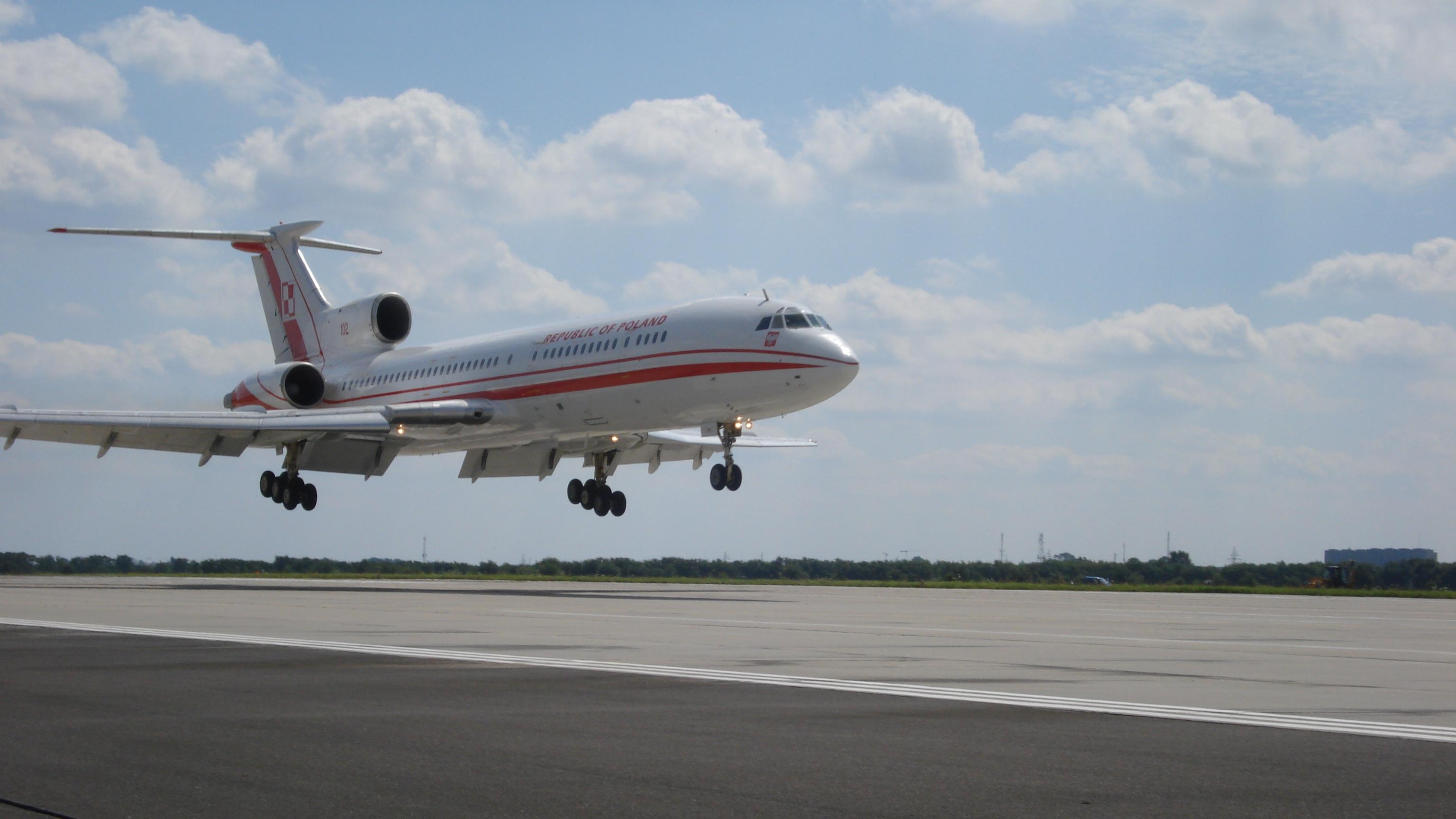 Un avion rusesc a aterizat de urgenţă cu ce i-au cedat motoarele