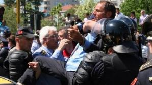 Mii de susținători ai opoziției albaneze cer demisia președintelui parlamentului, Ilir Meta