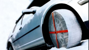Cauciucurile de iarnă, obligatorii când e zăpadă pe carosabil