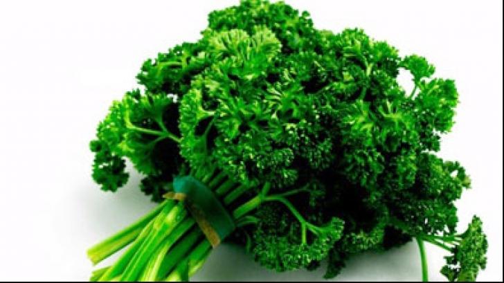 O plantă folosit des în bucătărie distruge cancerul. Află despre ce este vorba!