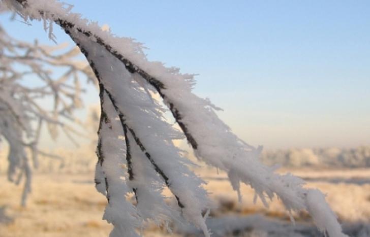 E frig în aproape toată ţara, chiar ger izolat, dimineaţa