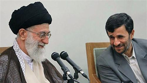 Mahmoud Ahmadinejad şi Ali Khamenei
