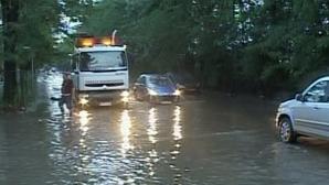 Potop în Bucureşti: Mai multe străzi au fost inundate