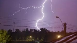 Ploi, descărcări electrice, vijelii şi grindină