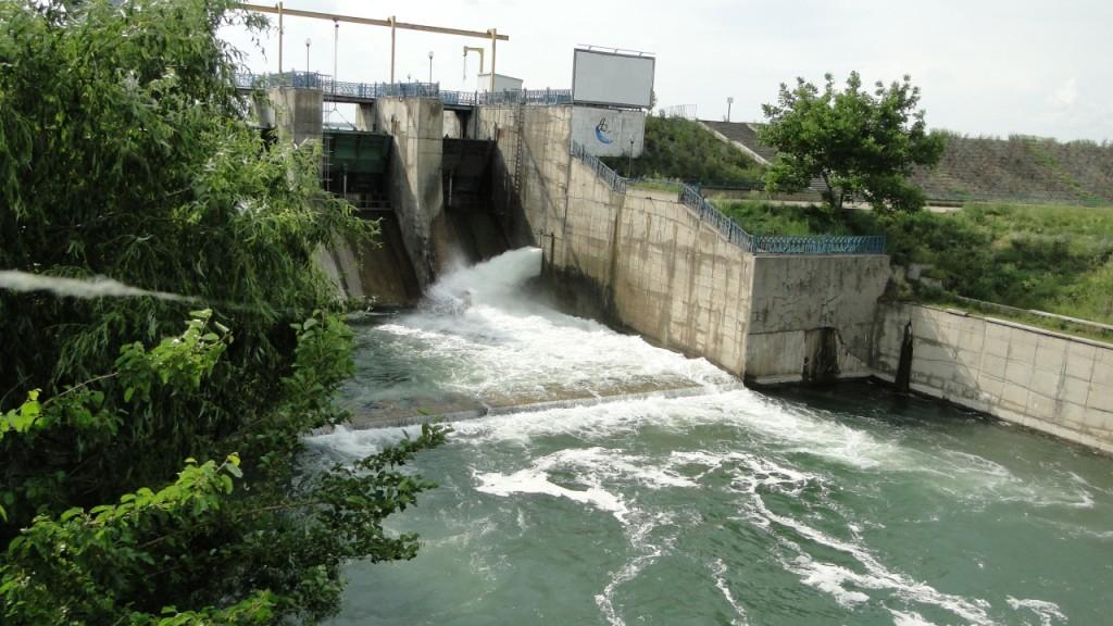 Dacă s-ar rupe, barajul Lacul Morii ar putea îneca Bucureştiul / Foto: b365.ro
