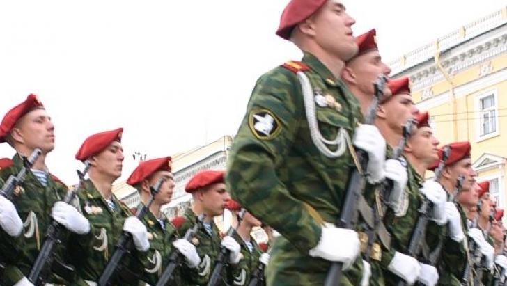 Soldaţii ruşi vor purta pantaloni scurţi pe timp de caniculă