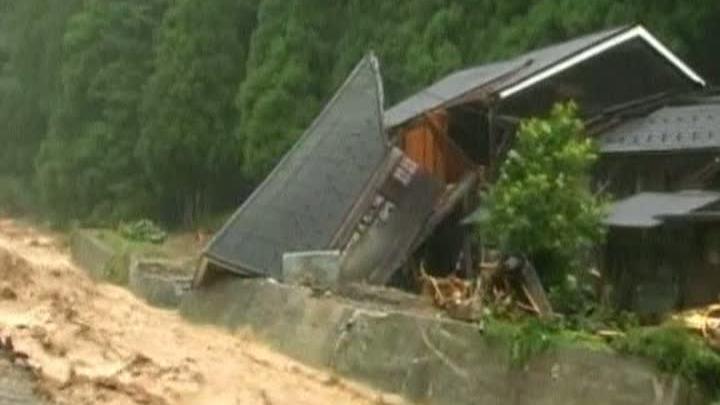 Ploile abundente din Japonia au cauzat inundaţii şi alunecări de teren
