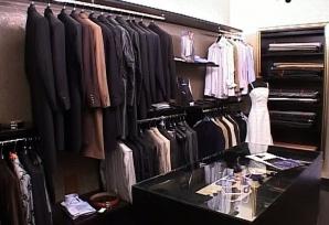 Un costum realizat din preţiosul material poate ajunge şi la 8.000 de euro