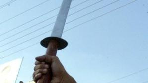 Bărbatul a fost atacat cu o sabie