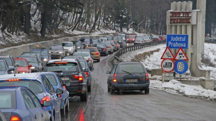 Aglomeraţie mare: Coloane de maşini pe Valea Prahovei