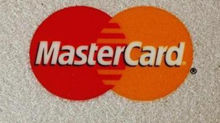 MasterCard, în vizorul Comisiei Europene. Compania, acuzată că umflă costurile plăţilor cu cardul