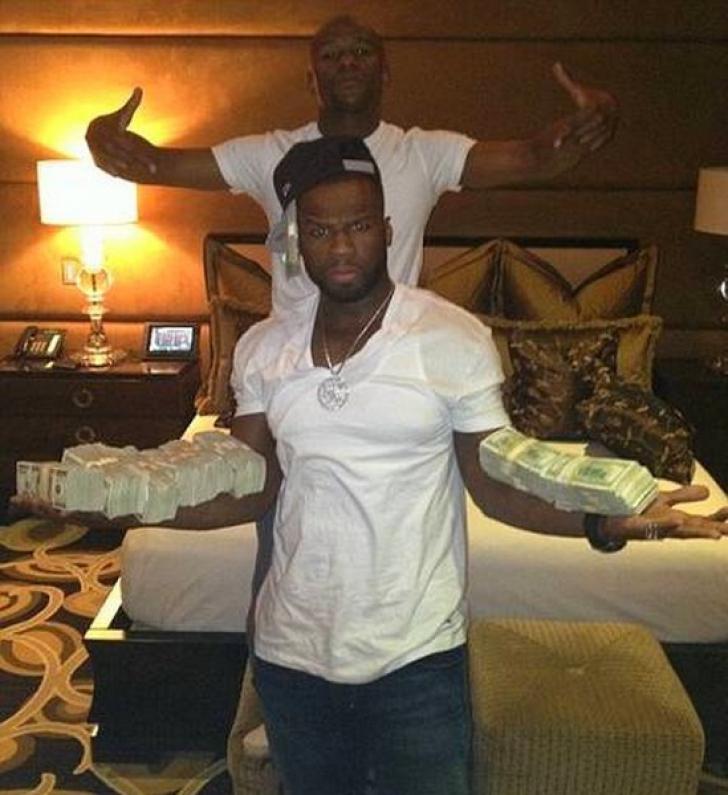 50 Cent îmbrăcat în bani. Foto: Twitter