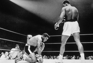Muhammad Ali l-a trimis la podea pe Floyd Patterson