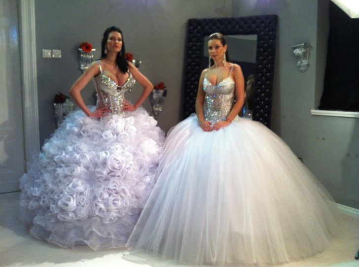Nicoleta şi Iuliana Luciu, în rochii de mireasă