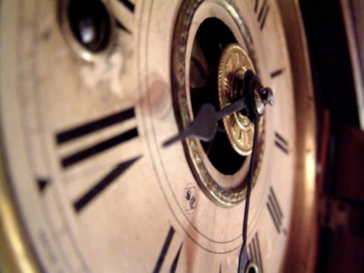 Ceasurile vor fi date înainte. Vezi istoria orei de vară