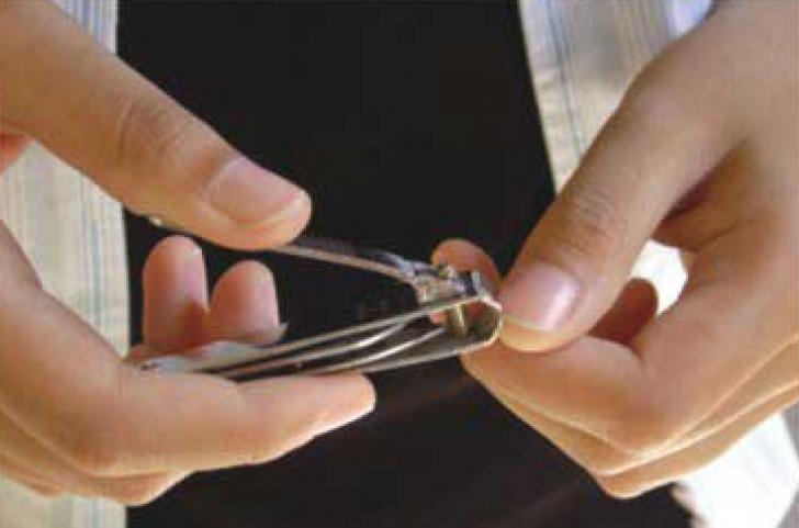 Superstiţie: tăiatul unghiilor duminica aduce ghinion