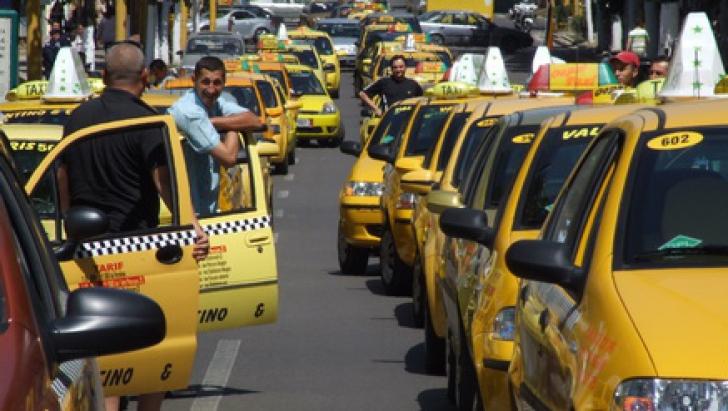 Taximetriştii PROTESTEAZĂ miercuri. Centrul Capitalei va fi PARALIZAT timp de 5 ore