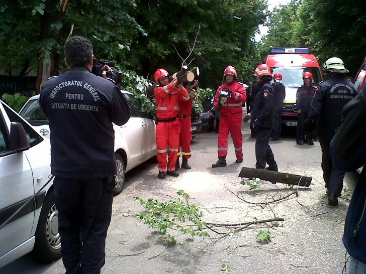 Alerta la Slatina. Zeci de locatari, evacuati din cauza unor scurgeri de gaze