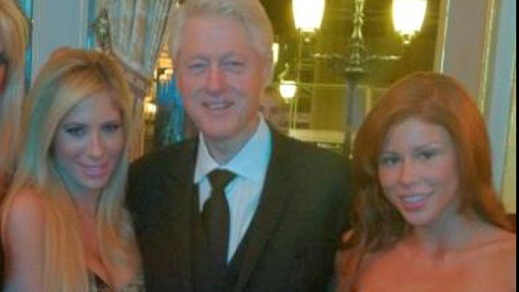 Bill Clinton, în compania a două staruri porno