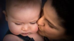 Indemnizaţia pentru mame ar putea reveni la 85% la sfârşitul anului