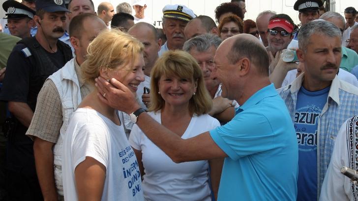 Ioana Băsescu, alături de tatăl ei / Foto: MEDIAFAX