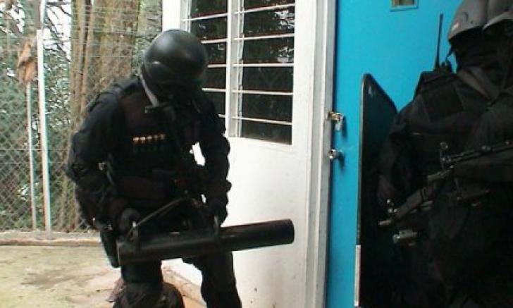 Percheziţii la evazionişti. Suspecţii, acuzaţi de contrabandă cu ţigări / Foto: ziarulring.ro