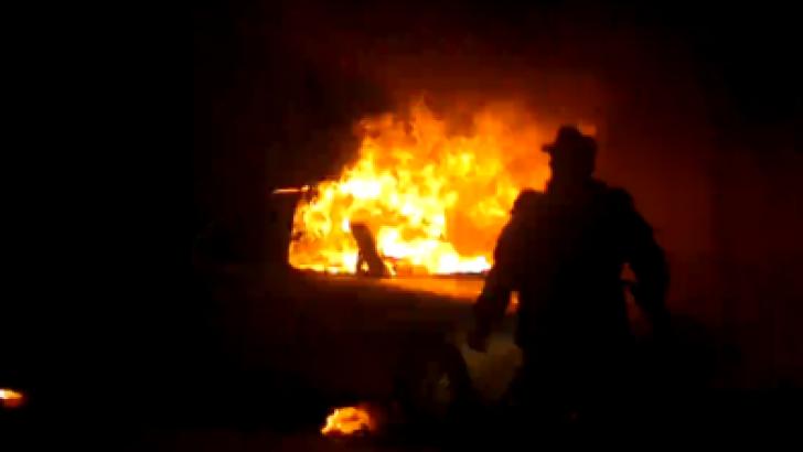 Maşină arsă la Craiova