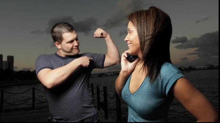 Limbajul trupului: 4 gesturi care trădează ce fel de om e