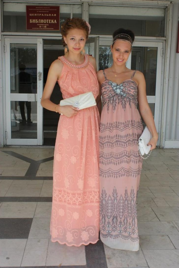 Absolventele din Rusia fac furori pe site-urile de socializare cu ţinutele lor