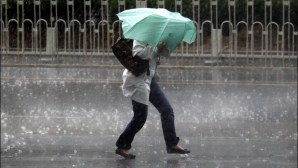 Ploi şi vreme instabilă în toată ţara. Prognoza meteo pe TREI ZILE