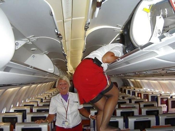 Ce fac stewardesele când sunt singure în avion