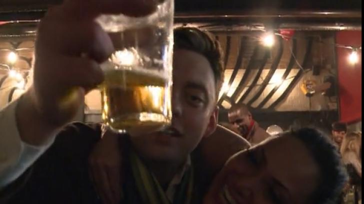 Cum fac paramedicii britanici cu BEŢIVII în noaptea de Anul Nou