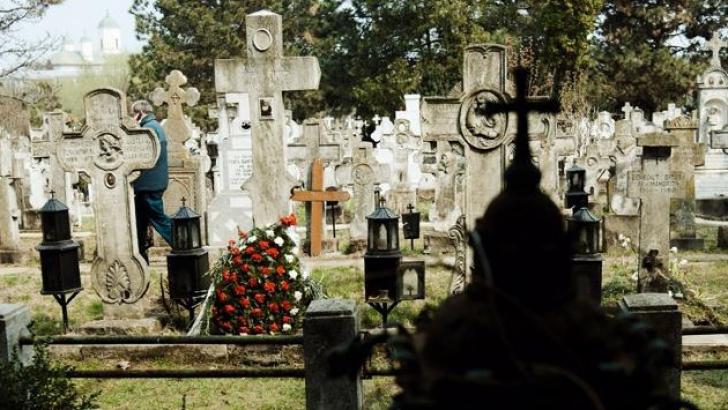 <p>ŞOC: Ce a găsit familia în mormântul unei femei moarte cu 43 de ani în urmă</p>