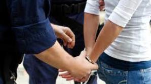 A pretins 15.000 de euro pentru a interveni la judecător, dar a fost arestată