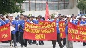 Sindicaliştii de la Poşta Română protestează joi cu cagule pe faţă în toată ţara