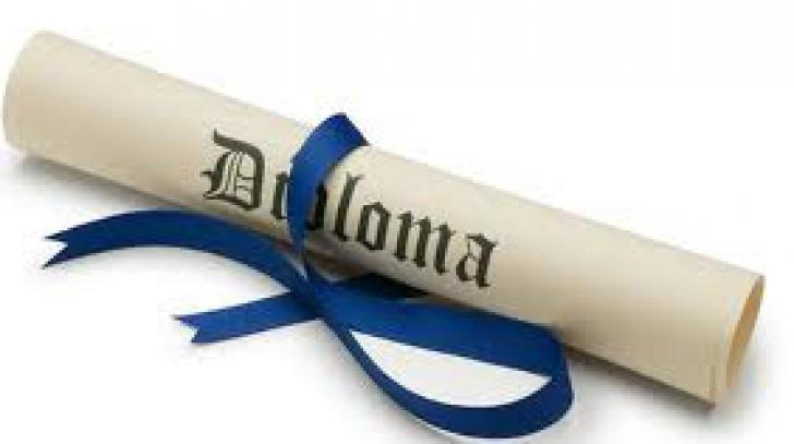 Senat. Diplomele obţinute înainte de 2011 la facultăţi neacreditate nu vor fi recunoscute de stat