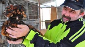 Un şofer din Deva a cheltuit o avere ca să aibă în ogradă cele mai rare păsări exotice din România