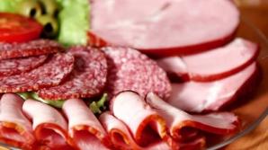 Consumul de cârnaţi, şuncă şi alte cărnuri procesate este asociat cu decesul prematur