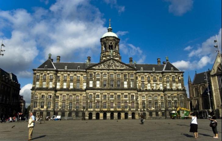 Castelul Huis ten Bosch din Haga, construit în secolul 17 al reginei Beatrix a Olandei