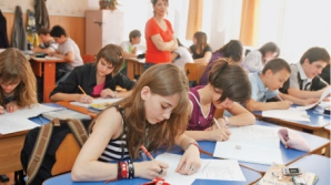 Ministerul Educaţiei a scăzut numărul locurilor pentru liceeni şi elevii de la gimnaziu