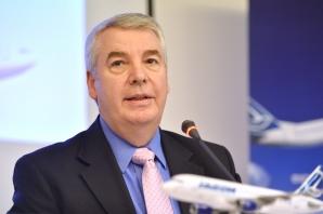 Directorul general executiv al companiei Tarom, Christian Heinzmann, susţine o conferintă de presă