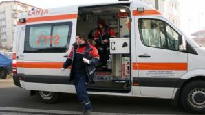 Un copil și tatăl său, răniți în București după ce creanga unui copac a căzut peste ei