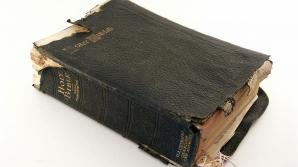 Ce a descoperit o femeie ascuns într-o Biblie cumpărată la mâna a doua?