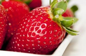 Beneficiile căpşunilor: luptă împotriva cancerului şi ajută în dietă