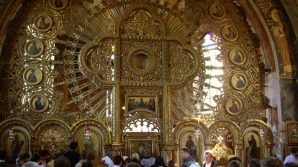 Ortodocşii trec în Vinerea Mare pe sub Sf. Epitaf, în semn de recunoştinţă faţă de jertfa lui Iisus