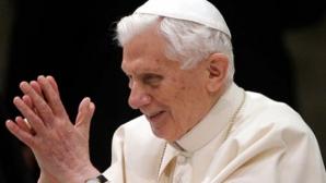 DOI PAPI LA VATICAN: Papa Benedict al XVI-lea se întoarce