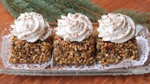 Prăjitură cu alune şi frişcă
